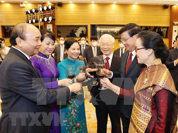 Vietnam and Laos issue joint statement hinh anh 1