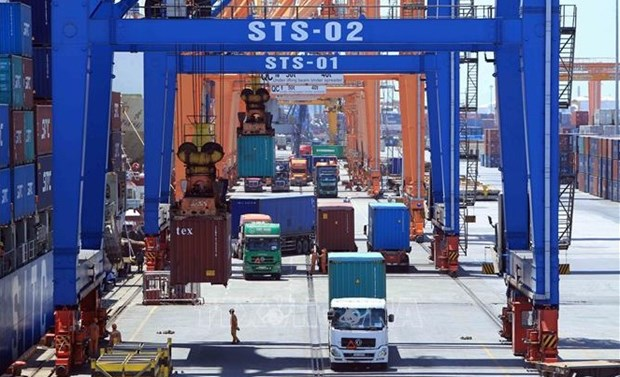 Vietnamese, German firms sign contract for supply of container cranes hinh anh 1