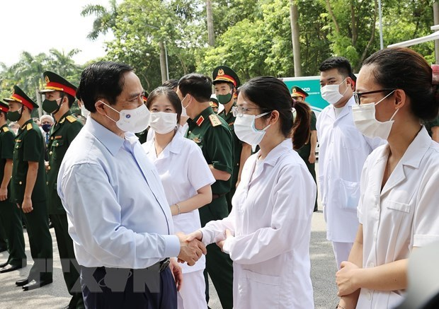 Nationwide COVID-19 vaccination campaign officially launched hinh anh 1