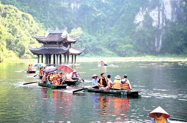 Travel firms look forward to safe tourism map of Vietnam hinh anh 1