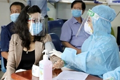 HCM City asks for additional 7,000 medical staff to control COVID-19
