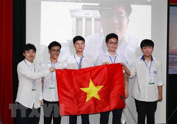 All Vietnamese students win medals at Int'l Mathematical Olympiad 2021 hinh anh 1
