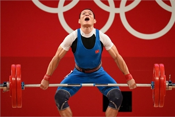 Olympic Tokyo 2020: weightlifter Thach Kim Tuan's medal hope fades