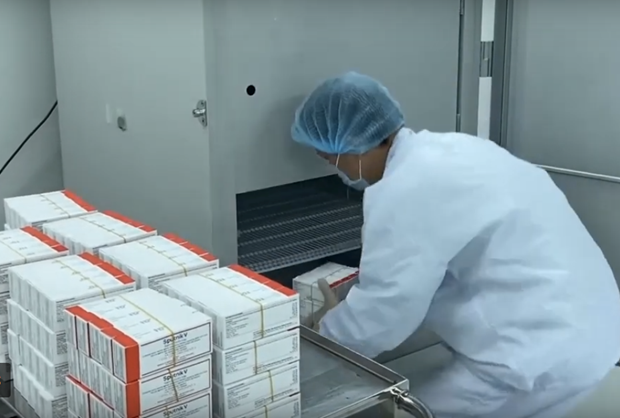 Vietnam signs three COVID-19 vaccine technology transfer contracts hinh anh 1