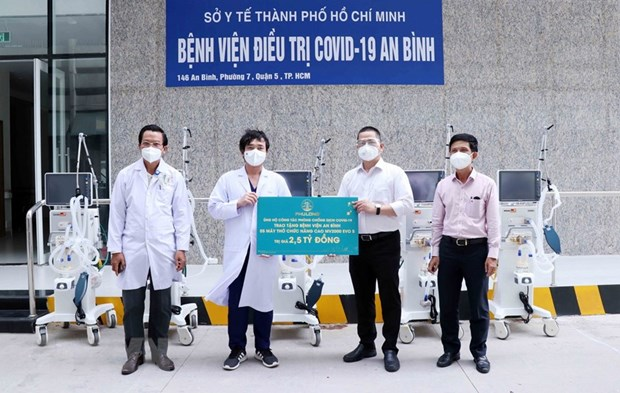HCM City: enterprises donate medical supplies, equipment serving COVID-19 treatment hinh anh 1
