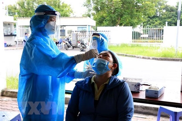 Vietnam sees drop of 5,373 COVID-19 cases on September 4 hinh anh 1