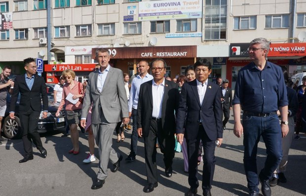 Czech PM meets with representatives of Vietnamese community hinh anh 1