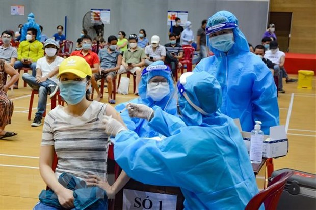 Vietnam logs 12,680 new COVID-19 infections, 335 deaths hinh anh 1