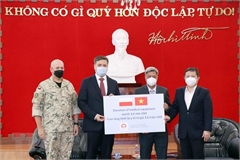 Vietnam receives medical equipment, supplies from Poland