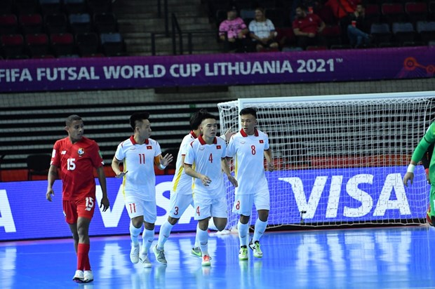 Vietnam gets back on track in Futsal World Cup hope with 3-2 win over Panama hinh anh 1