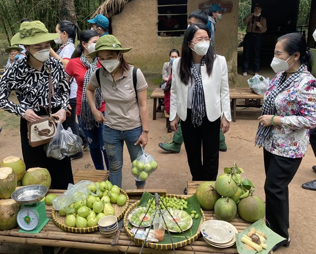 HCM City pilots reopening of tourism with historical tours hinh anh 1