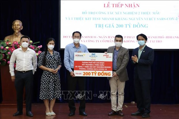 HCM City receives over 200 million VND from businesses for COVID-19 fight hinh anh 1
