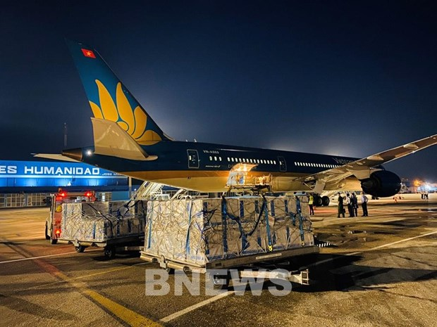 Vietnam Airlines completes longest flight for transporting vaccines hinh anh 1
