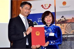 Appointment decision presented to Vietnam's Honorary Consul to Switzerland