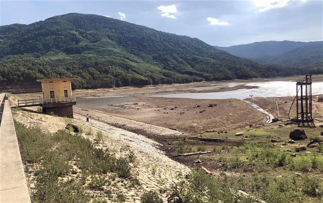 My Binh Lake, the largest freshwater reservoir in Hoai Nhon district, Binh Dinh province, becomes dry during drought