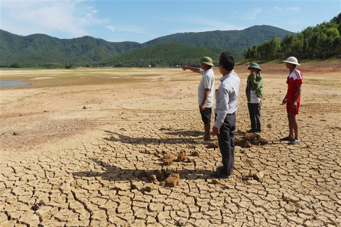 The 2-month drought causes water shortage for agriculture and production (Photo: VNA)