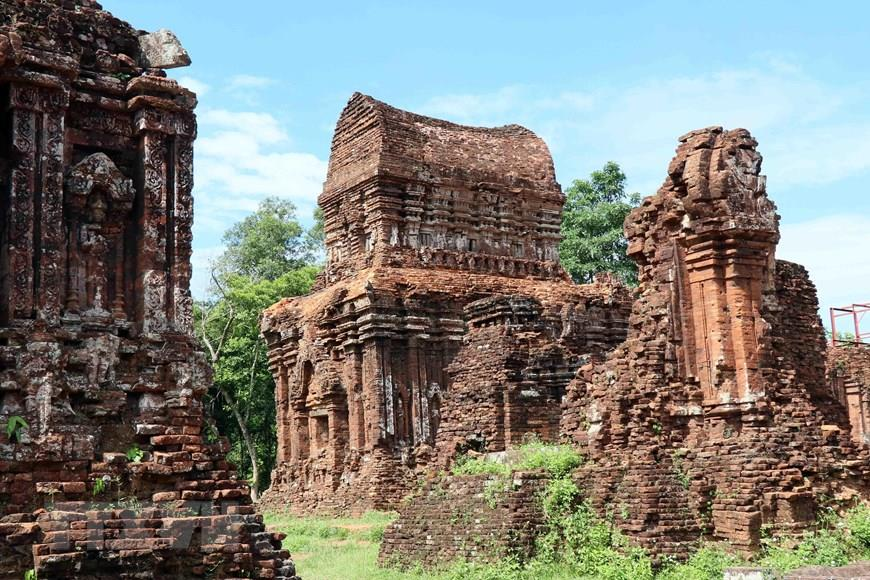 The solemn beauty of the ancient Cham towers (Photo: VNA)
