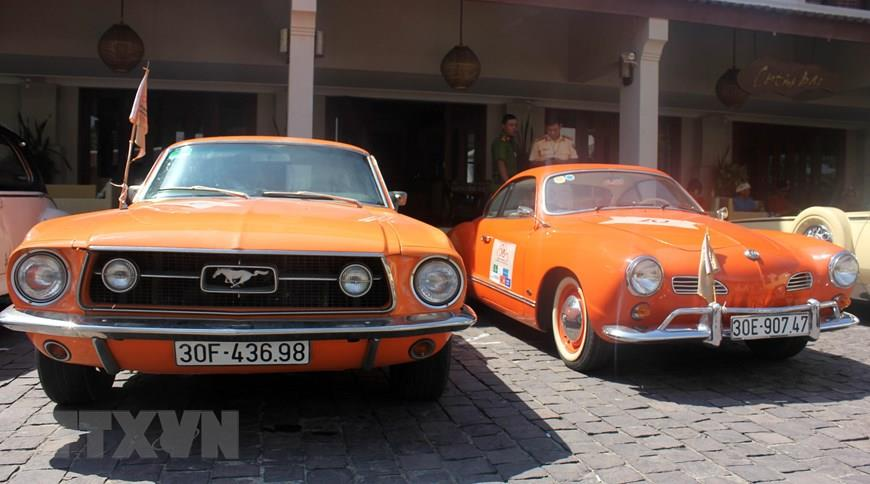 Display of classic cars in the ancient town of Hoi An (Photo: VNA)
