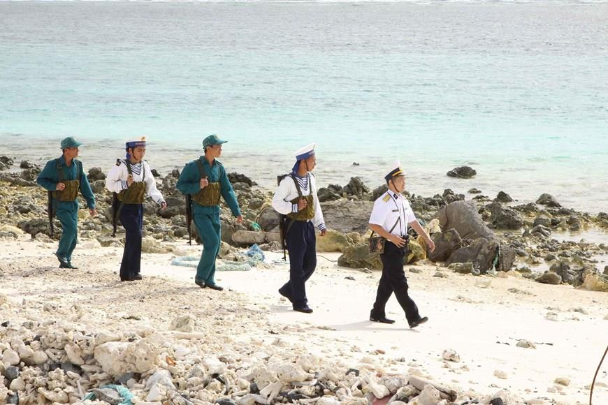 Garrisons on Truong Sa archipelago conduct patrols (Photo: VNA)