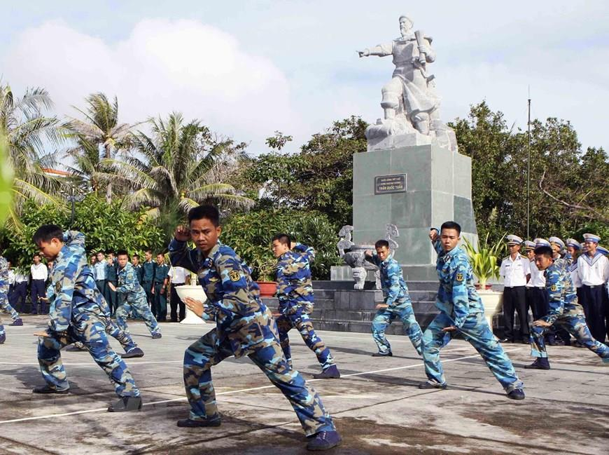Garrisons on Nam Yet island practice martial art to improve their health (Photo: VNA)