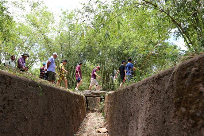 Tourists explore the trench system (Photo: VNA)