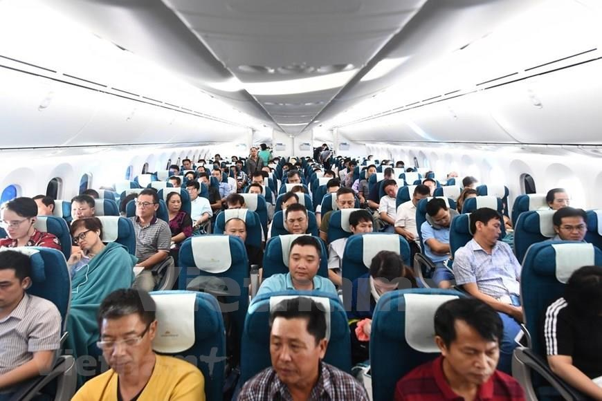 The 787-10 is longer than the 787-9, providing the space to carry 40 more passengers and more cargo and helping it offer the lowest operating costs per seat of any twin-aisle jet in service today (Photo: VNA)