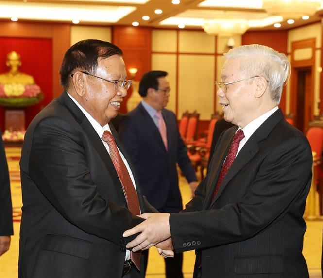 Party General Secretary and President Nguyen Phu Trong meets Lao Party General Secretary and President Bounnhang Vorachit who is visiting Vietnam, Hanoi, August 9, 2019 (Photo: VNA)