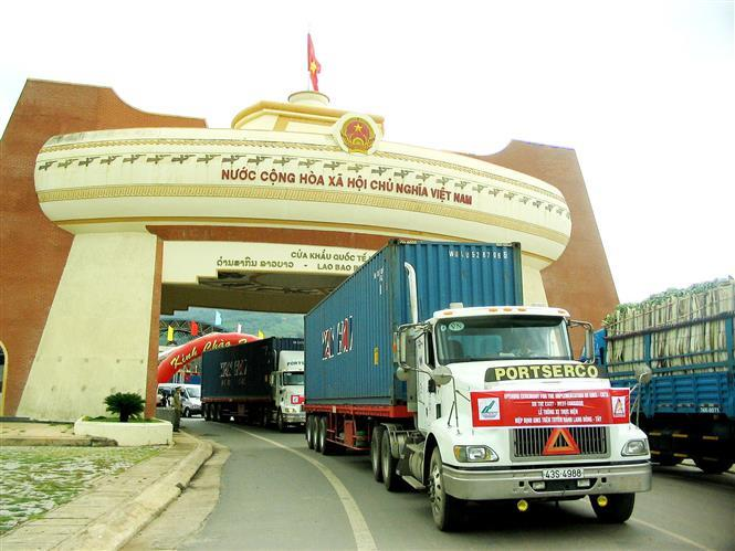 The Ministry of Transport and Quang Tri province organise a ceremony to implement the GMS-CBTA on the East-West corridor at Lao Bao international border gate (Quang Tri), June 11, 2009 (Photo: VNA)