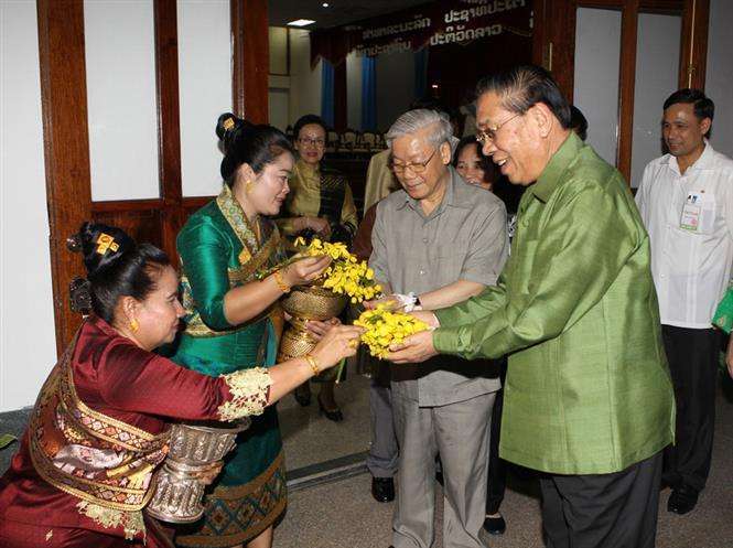 Party General Secretary Nguyen Phu Trong visits and extends Bunpimay new year's greetings to Laos, April, 12, 2014 (Photo: VNA)