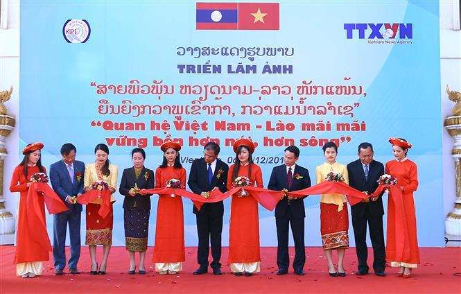 Opening ceremony of an exhibition on Vietnam-Laos relations hosted by Vietnam News Agency, December 6, 2017 (Photo: VNA)