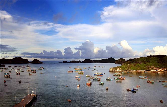 Most of the coastline consists of rocky cliffs, but there are some sandy beaches and tiny fishing villages hidden away in small coves (Photo: VNA)