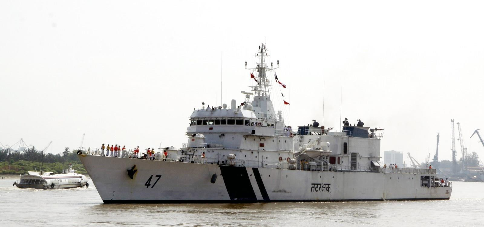Indian Coast Guard Ship SAMRAT docks at Sai Gon port to start a courtesy visit to Ho Chi Minh City from December 2-6, 2012 (Photo: VNA)