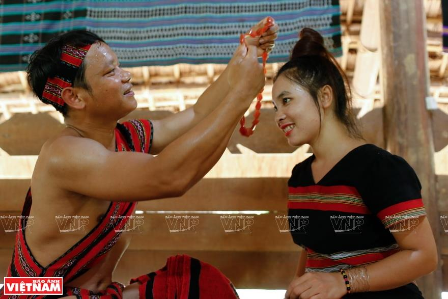 When a man gets nod from a woman, they can move to a rather intimate venue called 'Choi A Tieng' to talk and get to know more about each other (Photo: VNA)