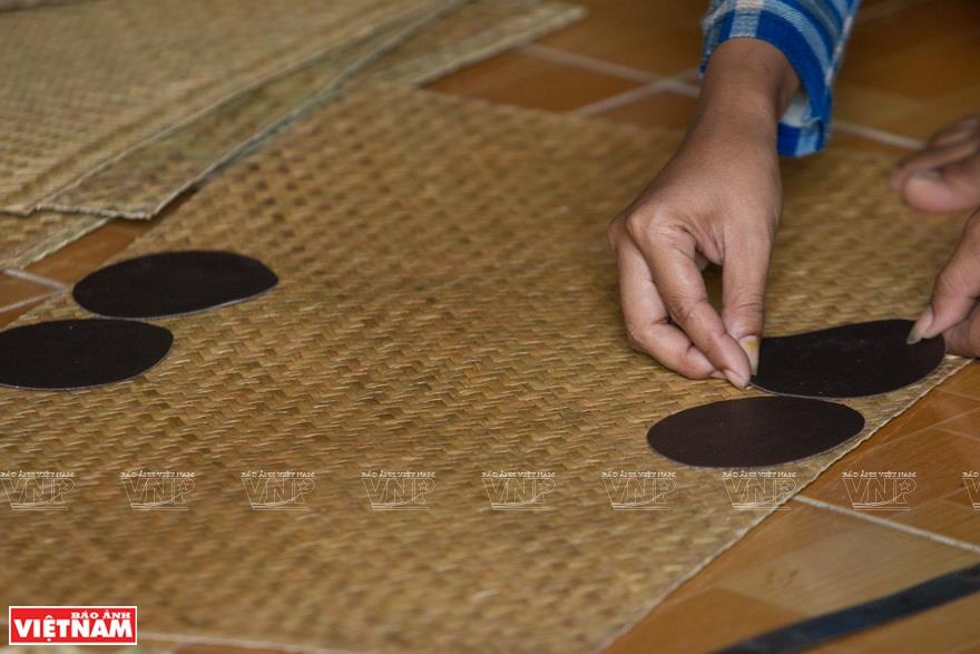 Grey-sedge mats are cut and sewn into bags and hats (Photo: VNA)