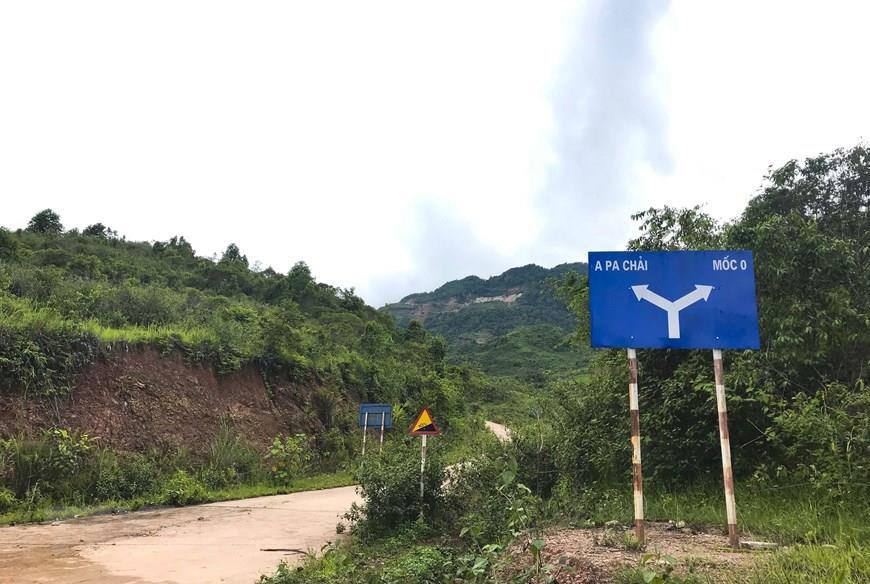 Signpost to Border Marker Zero (Photo: VNA)