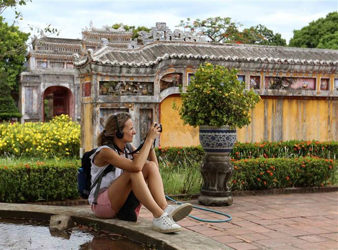 Visitors have been using a headset tour guide when visiting Hue Citadel (Photo: VNA)
