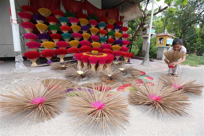 Incense drying creates a distinctive feature to the Thuy Xuan incense making village (Photo: VNA)