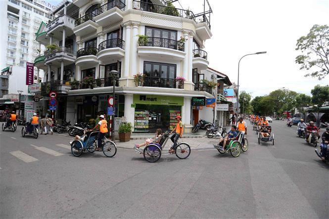 Hue cyclo is a typical tourist product when holidaymakers visit the former imperial city (Photo: VNA)