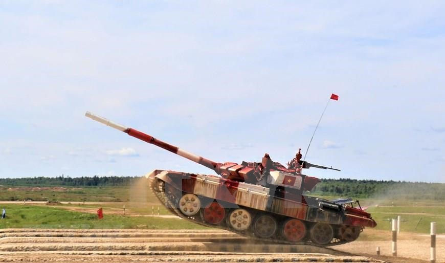 Vietnam's tank crew join Tajikistan, Myanmar and Uganda in Group 2 in the semifinal of the Tank Biathlon at the International Army Games in Russia, August 11 (Photo:VNA)