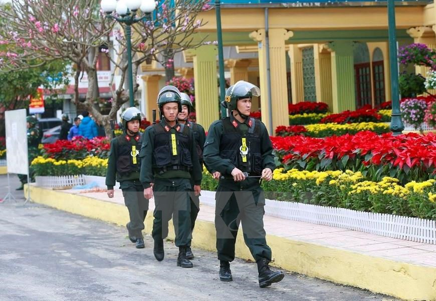 Mobile police force patrols outside the Dong Dang station, Lang Son province, the first place where DPRK President Kim Jong-un and his high-ranking delegation set foot in Vietnam to attend the 2nd US-DPRK Summit and pay an official state visit to Vietnam, February 25-28, 2019 (Photo: VNA)