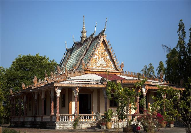 Located in My Duc commune, nearly 3 km from Ha Tien town, the temple is well-known for its beautiful and mysterious architectural style with unique and typical cultural features of the Khmer ethnic group (Photo:VNA)