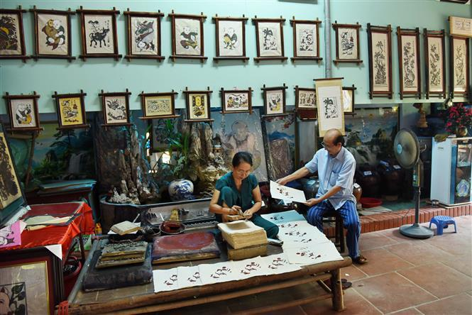 The National Cultural Heritage Council will appraise dossiers on the Vietnamese folk art of Dong Ho painting later this year, then complete them before submitting to the Prime Minister (Photo:VNA)