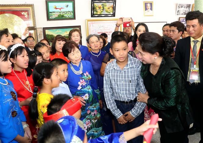 Chairwoman of the National Assembly Nguyen Thi Kim Ngan meets Vietnamese people in Udon Thani province (Photo:VNA)