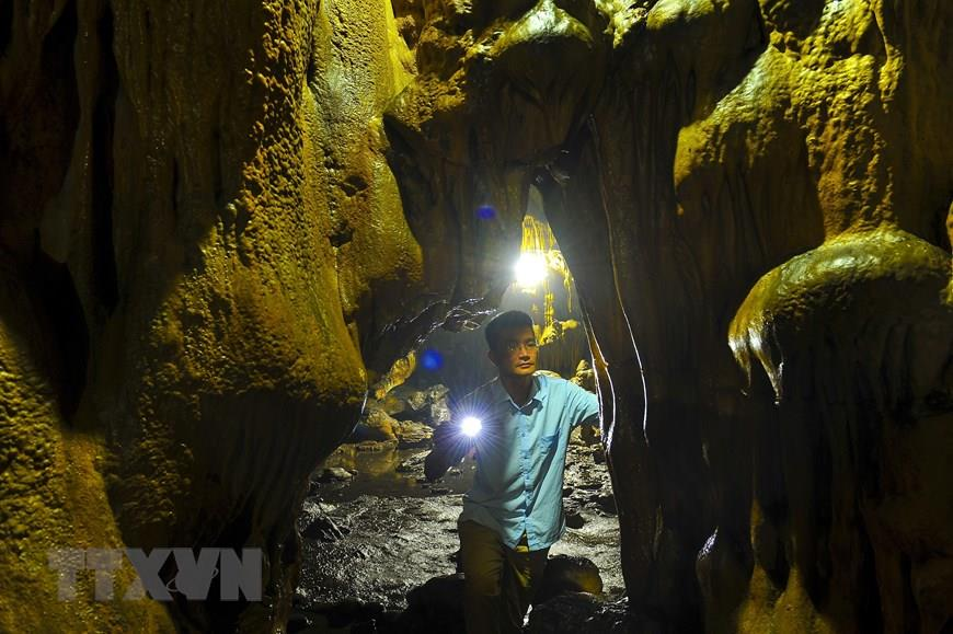 Van Trinh Cave is one of the biggest and most beautiful caves of Ninh Binh province (Photo:VNA)