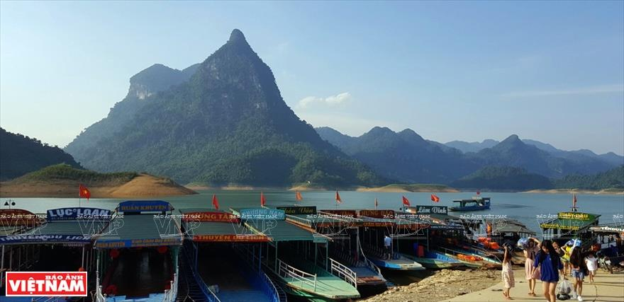 Picturesque Na Hang lake marina welcomes tourists far and wide (Photo: VNA)