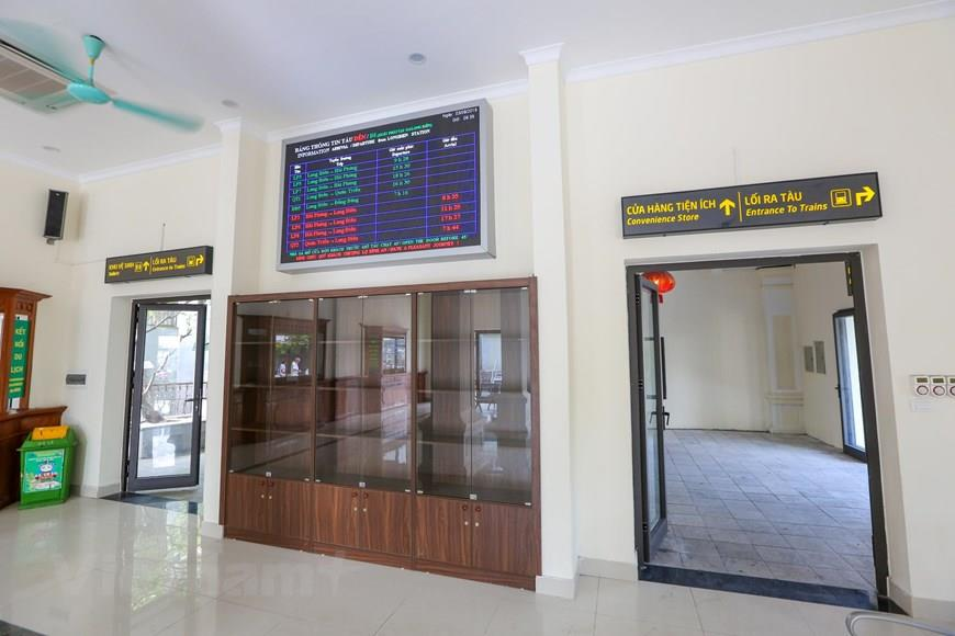 The signal system, electronic LED bulletin board, seats and televisions serving passengers in the waiting room have been fully upgraded (Photo: VNA)