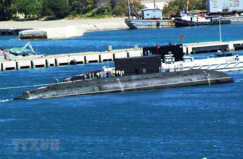 Russia has already handed over Vietnam six submarines. They are 636th kilo-class modern submarines with the quietest engine in the world and are the best choice for reconnaissance and patrols (Photo: VNA)