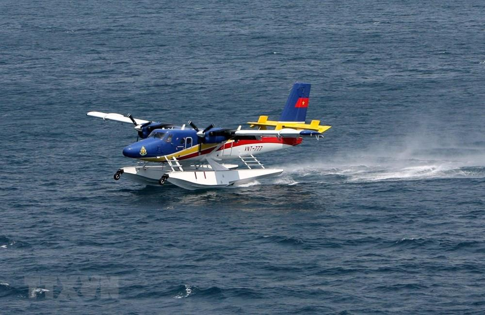 DHC-6 seaplane of Naval Aviation Brigade 954 in a drill (Photo: VNA)