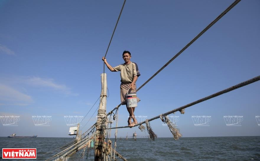 The fishermen are regarded as rope dancers at sea (Photo: VNA)