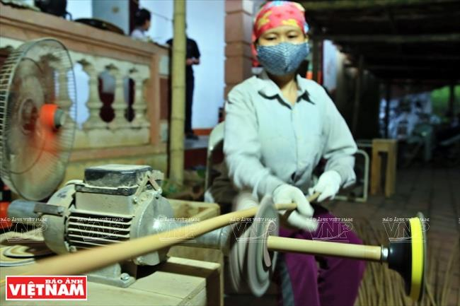 Hon Mu now supplies over 500,000 bamboo straws to meet the demand (Photo: VNA)